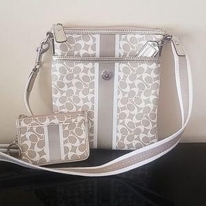Coach Cream Swingpack Coin ID Wallet Handbag Gold